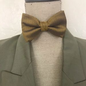 Brooks Brothers all silk bow tie